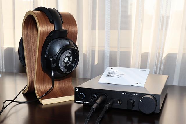 """除了梦幻等级的HE1静电耳机系统,""""HD 820封闭式耳罩耳机 + HDV 820耳扩""""肯定是Sennheiser现役的旗舰级组合,来到1029号展房不试听一下就太可惜了!"""