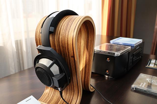 HD 820是Sennheiser新推出的封闭式旗舰耳罩耳机,那么HD 800 S就是现役开放式旗舰耳罩耳机。