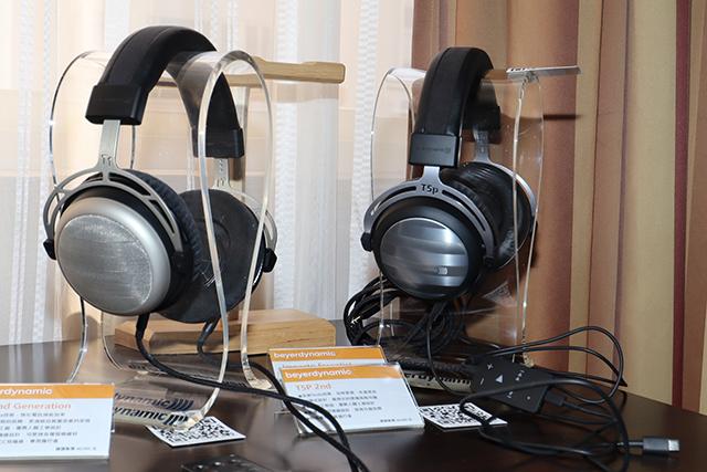 图左是T1 2nd Generation耳罩耳机;图右是T5P 2nd耳道耳机搭配Impacto Essential。