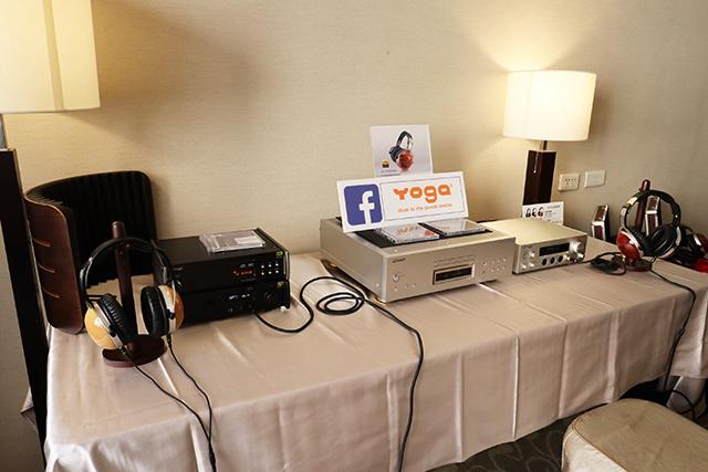 现场分别使用TEAC、Pioneer的器材搭配CD-2500 MK2耳罩耳机。