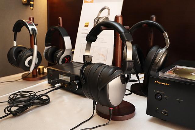 中阶等级的CD-880、CD-990耳罩耳机等也有提供试听。