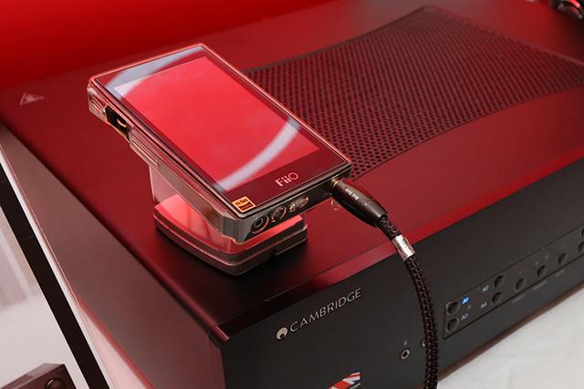 厂商还特别示范,使用X7 II作为讯源连接家用音响系统,就是要示范给大家听,这样接也有好声音喔!