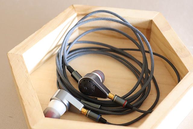 oBravo eamt-1C耳道耳机。